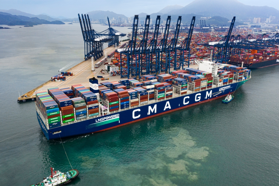 YANTIAN Welcomes the World's First LNG-powered 23,000-TEU Container Vessel